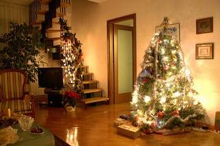 christmas tree, staircase decorated for Christmas, home decorated for Christmas, best real estate agent in austin tx, top austin realtor, decorate your home for Christmas