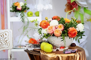flowers on table, spring flowers, spring decor, spring decorating, getting ready for spring, real estate agent in austin, austin real estate agent