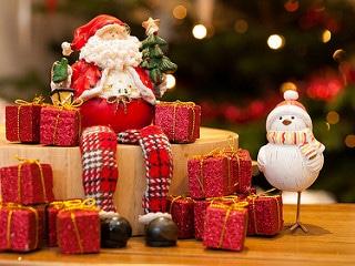 santa figurine sitting with bird figurine, christmas centerpiece, easy christmas centerpieces, real estate austin tx